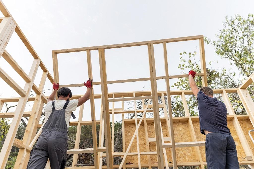 könnyűszerkezetes ház falazatának építése