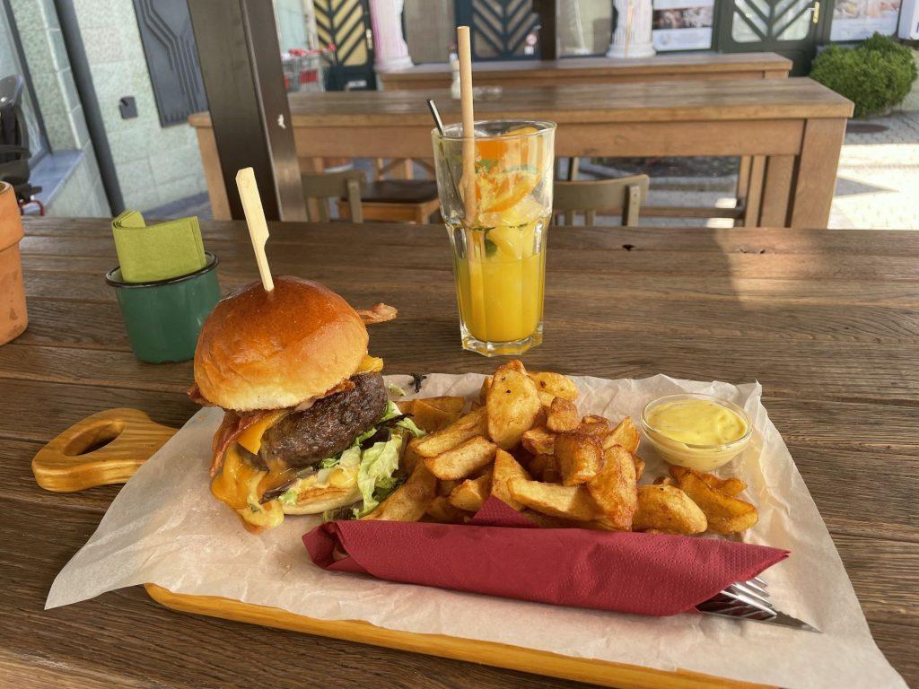 Kecskemét legjobb étterem, Vágódeszka, Juicy Lucy hamburger